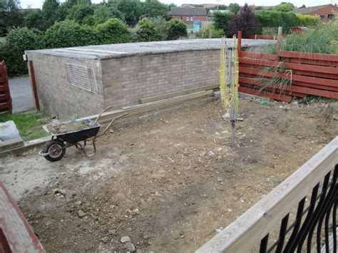 lay patio slabs build smal wall landscape gardening