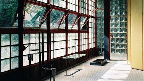 maison de verre   glass house curbed
