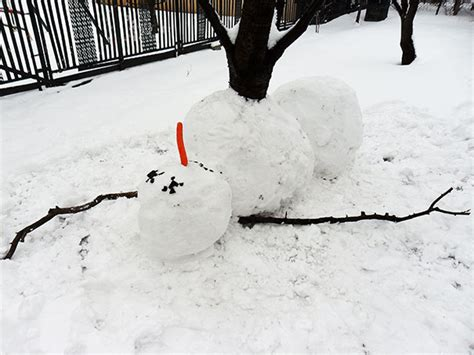snowman ideas these 30 crazy snowman ideas would make calvin and hobbes proud bored panda