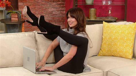 hilaria baldwin shows     kind  yoga hint  involves sky high heels rachael
