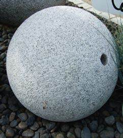 Boule Decorative Extérieure : boule deco pour jardin d coration jardin en pierre djunails ~ Teatrodelosmanantiales.com Idées de Décoration