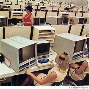 IBM's 'dinosaur' turns 40 / PCs were supposed to kill off ...