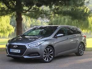 Hyundai I40 Pack Premium : fiche technique hyundai i40 sw 1 7 crdi 136 pack premium limited bva 2013 la centrale ~ Medecine-chirurgie-esthetiques.com Avis de Voitures