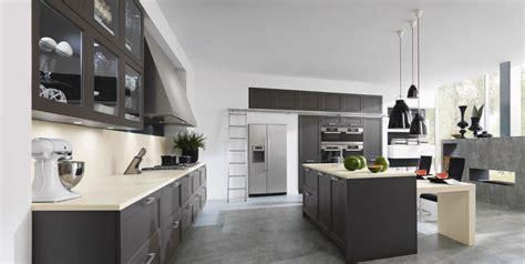 legrand cuisine grande cuisine en chêne avec meubles suspendus photo 19