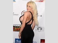 Courtney Stodden flashes major side boob at Oscars viewing