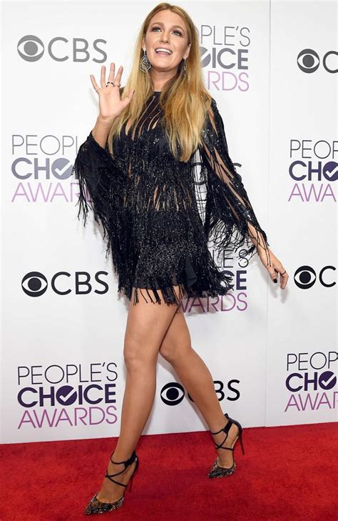 peoples choice awards  blake lively oozes glamour