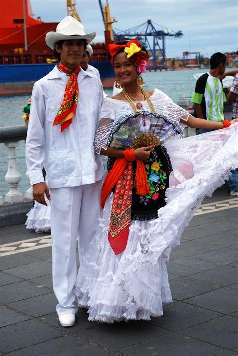 Fil:VeracruzDressMaleconWikipedia
