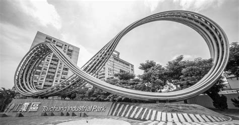 Mobius Strip- A two dimensional non-orientable surface ...