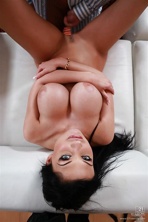 Big Titted Pornstar Aletta Ocean Is Posing Naked And Has