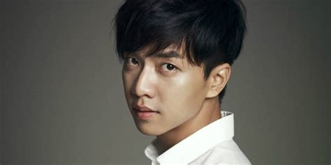 Lee Seung Gi parachutes from immense height for his ...