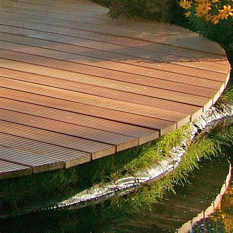 une lame en bois exotique r 233 sistante et haut de gamme pour la terrasse