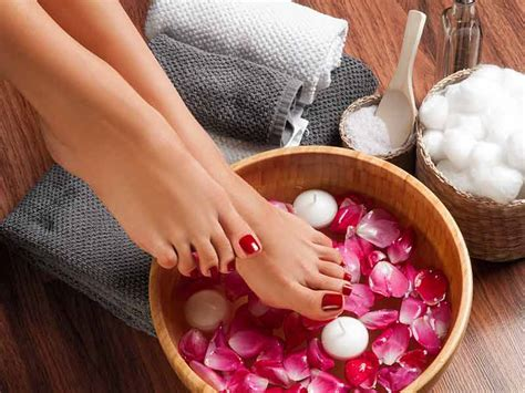 How To Do Pedicure With Natural Ingredients At Home