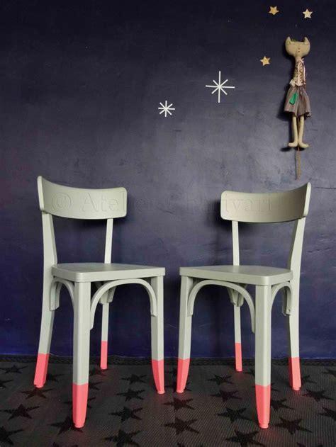 customiser une chaise chaises aux pieds peints chez charivari diy