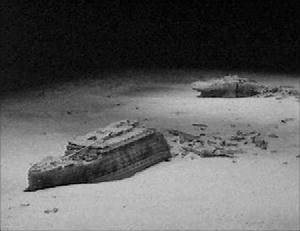Titanic Underwater Bodies nd the broken Titanic at the