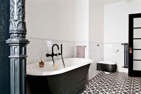 bains de si e carrelage design à l inspiration géométrique pour la salle