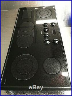 thermador   glass ceramic electric cooktop  element ceub  shipping cooktops