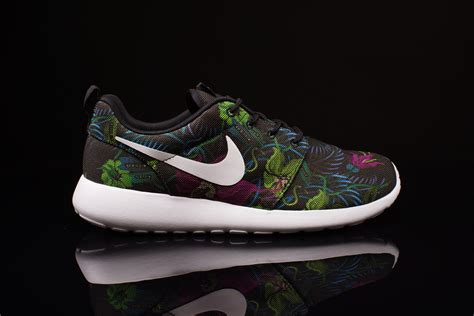 nike roshe run flower black nike roshe run print floral