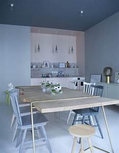 comment peindre une chambre en deux couleurs 26 intrieurs With peindre un mur de couleur dans un salon 6 nos astuces en photos pour peindre une piace en deux couleurs