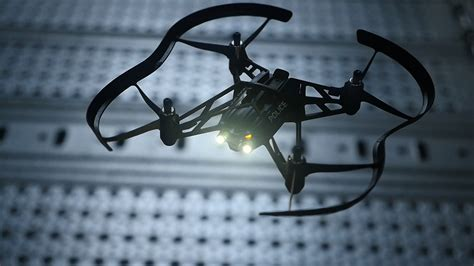 Drone Volante Con Telecamera Arrivano I Nuovi Droni Di Parrot Corrono Volano E