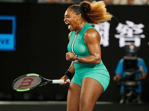 Simona Halep v Serena Williams on-court warm up (4R)   Australian Open 2019 - YouTube