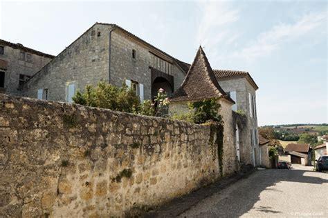 bureau du tourisme montreal d 233 couvrez visitez le gers l armagnac entre vignes et vallons guide du gers