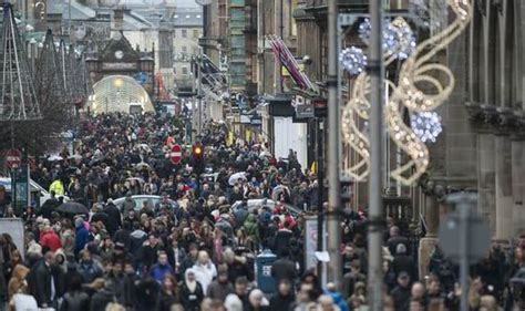 scots splash out in last minute rush to do christmas