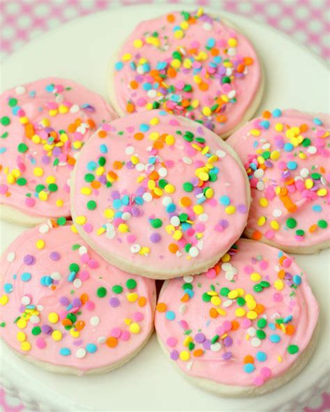 Once baked, these sugar cookies can be stored in an airtight container for up to five days on your counter or kitchen table. Copycat Grocery Store Sugar Cookies ...
