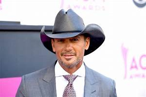 Tim McGraw jokes about on-stage collapse   Page Six
