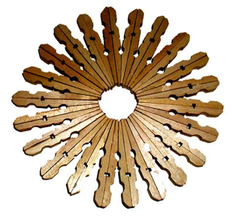 objet en pince a linge en bois 25 id 233 es de recup avec des pinces 224 linge en bois meroute en clis