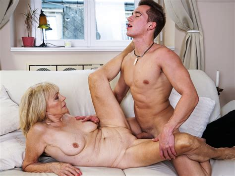 Mature Mom Enjoys Deep Fuck With Her Younger Lover On