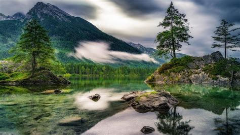 cloudy day   picturesque hintersee ramsau germany