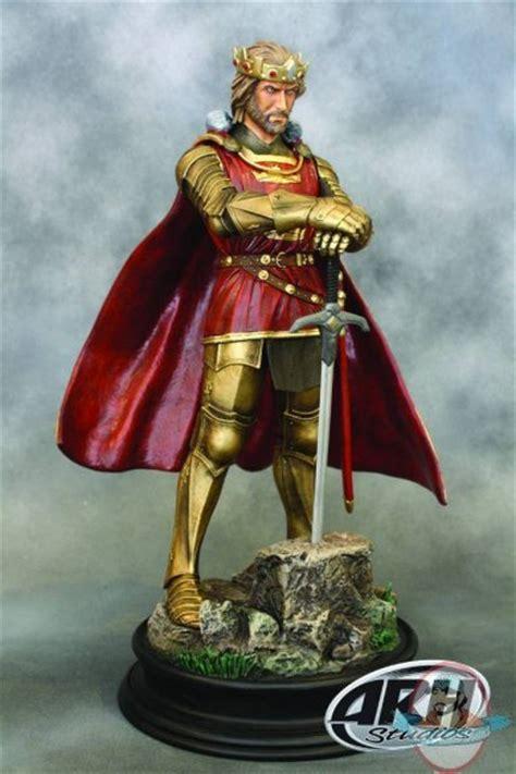 king arthur  scale statue gold armor  arh studios