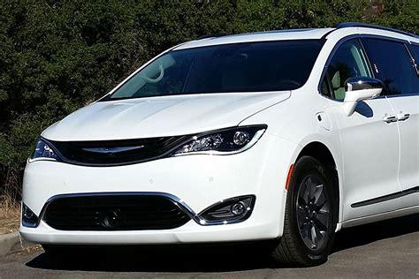 Chrysler's 2017 Pacifica Hybrid Minivan Tests At 84 Mpg