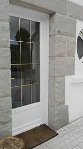 installation de portes d39entree pvc blanc veine a gouesnou With porte d entrée alu avec dalle liège sol salle de bain