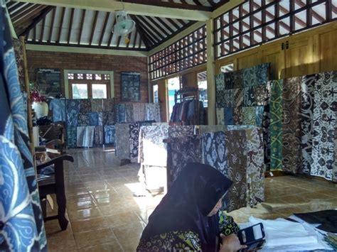 warna alam batik giriloyo