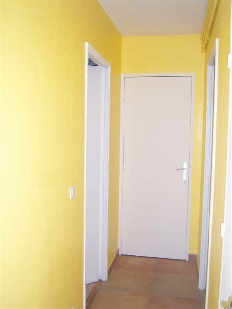 teinte de peinture murale r 233 novation d un appartement 187 couloir en jaune soleil