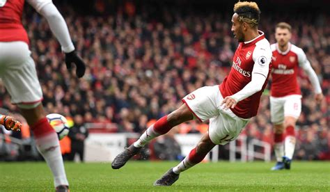 Selfless Aubameyang Goes Out Of Way To Help Out-Of-Form ...