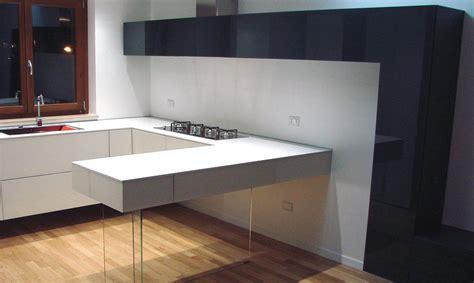 cuisine suspendue stunning gallery with cuisine suspendue