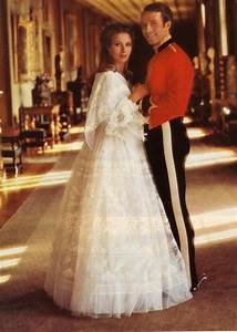 Royal wedding dresses of great britain princess anne for Dresses for family wedding