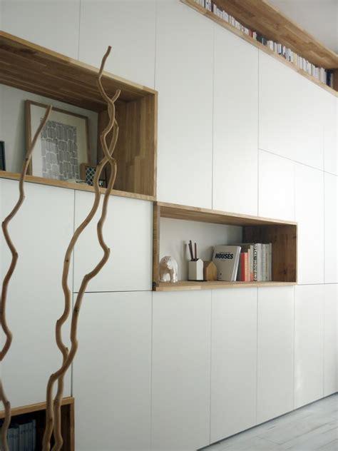 un mur de rangement blanc et bois alexandra cr 233 mois ti pi architects