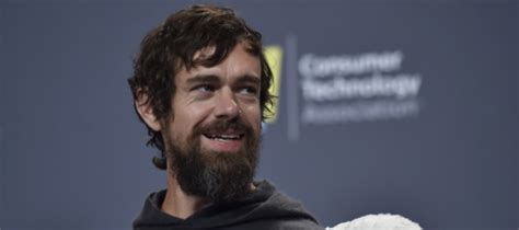 Twitter and square ceo jack dorsey announced plans to fund large bitcoin investment in developing countries, initially focused on teams in africa & india, according to a recent tweet. Il capo di Twitter si trasferirà per un po' in Africa