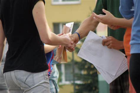 handshakes   unforgettably bad  impressions