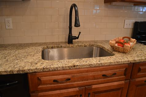 small kitchen design ideas with subway tiles backsplash