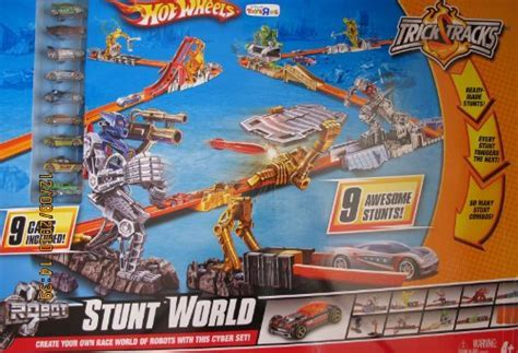 Hot Wheels Trick Tracks Robot STUNT WORLD w 9 Cars   Toys