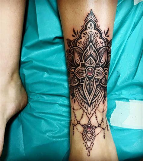 tatouage mollet  idees pour  tatouage femme