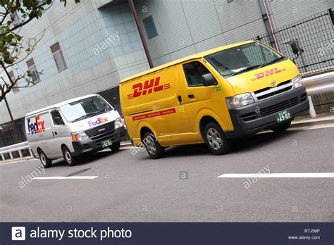 Fedex Auto Transport by Fedex Truck Delivery Stockfotos Fedex Truck Delivery