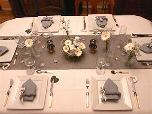 Table Grise Et Blanche : p1030866 photo de table blanche et grise deco de tables ~ Teatrodelosmanantiales.com Idées de Décoration