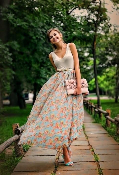 Best Ways to Wear Your Maxi Skirt in Summer 2018 | FashionGum.com