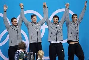 Michael Phelps Photos Photos - The USA swim team led by ...