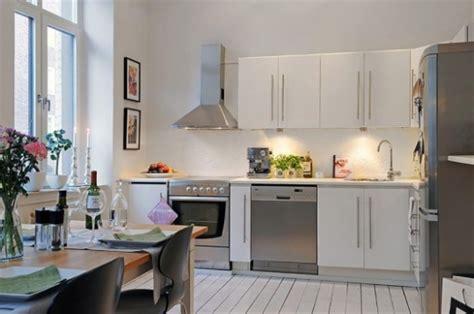 small restaurant kitchen design kaip sukurti patogų ir jaukų virtuvės interjerą 5542